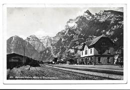 Glarus - NÄFELS-MOLLIS - Bahnhof // Kleiner Eckbug // - GL Glarus