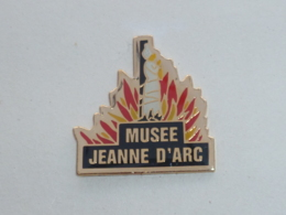Pin's MUSEE JEANNE D ARC B - Pin's