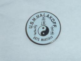 Pin's ARTS MARTIAUX, U.S.M. MALAKOFF - Judo