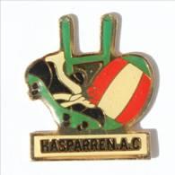 Pin's HASPARREN  (64) - HASPARREN A.C - Basket -  Ballon - Poteaux - I519 - Rugby