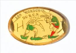 Pin's  NANTES (44)  - LES MORDUS DU RCN - Racing Club Nantais - Crocodile Rugbyman - I525 - Rugby