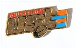 Pin's  TOURS (37) - UST TOURS RUGBY - Logo Et Ballon De Rugby - I534 - Rugby