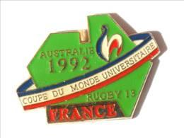 Pin's FRANCE AUSTRALIE 1992 - Coupe Du Mode Universitaire De RUGBY à 13 - Coq - I549 - Rugby