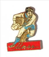 Pin's UNSS RUGBY - Le Rugbyman - I555 - Rugby