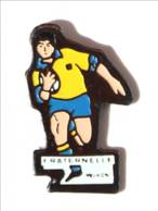 Pin's FRATERNELLE RUGBY - Ville Illisible - Mihan ??? - Le Rugbyman - I556 - Rugby
