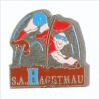 Pin's HAGETMAU (40) - S.A HAGETMAU - Le Rugbyman Réalisant Un Essai - I545 - Rugby