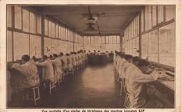 CPA Vue Partielle D'un Atelier De Terminage Des Montres Bracelets LIP ( Madame PRUNET Horlogerie Bijouterie ) - Espalion