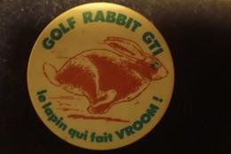 Pin's Badge Golf Rabbit GTI De VOLKSWAGEN - Le Lapin Qui Fait Vroom - Volkswagen