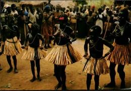 Afrique République Centrafricaine Danse Au Village De Denga - Centrafricaine (République)