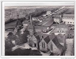 KERGRIST-MOELOU : L'eglise Et La Route Du Callac - Tres Bon Etat - Autres Communes