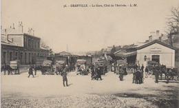 Cpa Granville 50   Ancienne Gare  Animée   Calèches  En Attente Voyageur   Coté Arrivée Editeur Plus  Rare LM Beau Plan - Granville