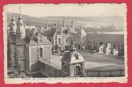 Presles - Le Château Des Comtes D'Outremont - La Cour D'honneur ( Voir Verso ) - Aiseau-Presles