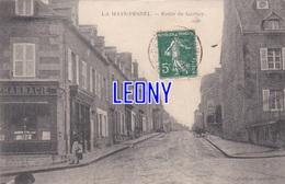 CPA De  LA HAYE PESNEL  (50) -  ROUTE De GAVRAY   - Collection LANDRIEVE - ANIMATIONS-1907 - PHARMACIE - France