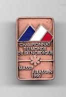 Pin's, Broche  Tricolore  Sport  SKI, CHAMPIONNAT  DU  MONDE  DE  SKI  NORDIQUE, MASSIF  JURASSIEN  1990 - Sports D'hiver