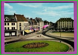 CPSM 61 Orne ARGENTAN - 1732. Le Rond Point Et Le Boulevard Carnot  - Couleur - Vu Sur Les Commerces Animé Voiture - Argentan