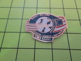 710E Pin's Pins / Rare Et  Belle Qualité !!! THEME : ESPACE / MISSION NAVETTE SPATIALE PATRICK BAUDRY - Espace