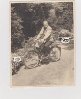 FOTO MAN MET MOTORFIETS (bewerkt Tegen Kopieren) - Motor Bikes