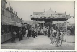 CHARENTE - ANGOULEME PLACE DES BOISSIERES 1951 - PHOTO ORIGINALE - TOP !  FETE FORAINE ANIMEE - Angouleme