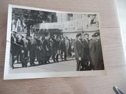 Photo Originale 18 X 13 Guerre 39/45 WW2 Milice Légion Combattants Collaboration Défilé Montpellier Nîmes ? 1 Déchirure - Guerre, Militaire