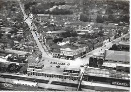 BETHUNE ( 62 ) - La Gare , La Place De La Gare  ( C.P.S.M. , Gd - Ft ) - Gares - Avec Trains