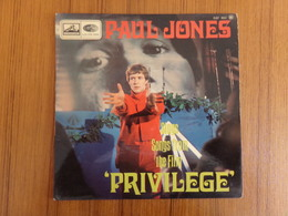 45 TOURS PAUL JONES PATHE EGF 982 PRIVILEGE / BREAKING / FREE ME / I VE BEEN A BAD BAD BOY DU FILM PRIVILEGE - Filmmusik