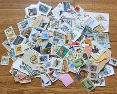 880 GRAMS OF ALL WORLD MIXED,MAINLY DEFINITIVES.USED. - Stamps
