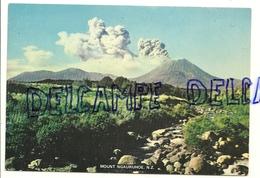 Nouvelle Zélande.Mount  Ngauruhoe. Eruption - Nouvelle-Zélande