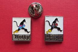 2 Pin's,Animaux,CHAT,BOTTY, Le Chat Sachant Chausser, Katzen - Animaux