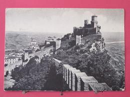 Visuel Pas Très Courant - République De San Marin - Panorama Della Prima Rocca - 2 Jolis Timbres - Scans Recto Verso - San Marino