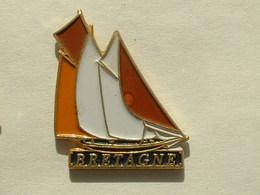 PIN'S BATEAU - BRETAGNE - Bateaux