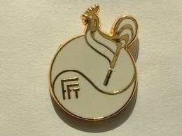 PIN'S FFT - FEDERATION FRANCAISE DE TENNIS - COQ - FOND BLANC - SIGNE BALLARD - Tennis