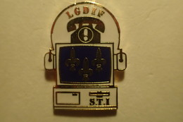 Pin's En EGF , Armée Militaire , Gendarmerie , LGDIF , STI - Militaria