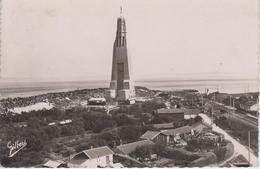 CPSM La Pointe-de-Grave Et Le Monument élevé En Commémoration De L'arrivée Des Américains ... - Autres Communes