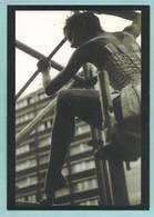 CPM Danse En Haut Lieu, Carte Publicitaire Pour Revue De Danse Danseuse En Ballerine Sur Un échafaudage Agnès Letestu - Spectacle
