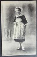 CPA 29 CARHAIX - RARE - Jeune Fille En Costume Carhaisien - Villard 1515 - Réf. V 19 - Carhaix-Plouguer