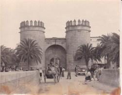 ESPAGNE BADAJOZ Puerta De Las Palmas 1947 Photo Amateur   Format Environ 7,5 X 5,5 Cm - Décès