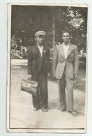 Men Pose For Photo Hy711-229 - Persone Anonimi