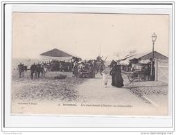 ARCACHON : Les Marchands D'huitres Au Debarcadere - Etat - Arcachon