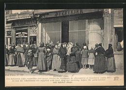 CPA Noyon, Les Habitants Enfin Ravitailles Font Queue Devant Les Boutiques, Butcher Shops - Noyon