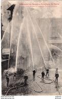 REGIMENT DE SAPEURS POMPIERS DE PARIS UNE MANOEUVRE A EAU A LA CASERNE CARPEAUX 1914 TBE - Francia