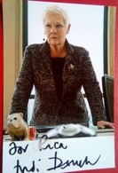 Judi Dench Hand Signed  Personalized - Autógrafos
