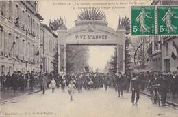 LUNEVILLE Les Sociétés Patriotiques Après La Revue Des Troupes - Luneville