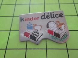 414c Pin's Pins / Beau Et Rare : Thème ALIMENTATION / CONFISERIE TEUTONNE ET POURTANT LEGERE KINDER DELICE - Alimentation