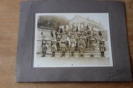 Photo Militaire Vers 1920  11  Eme Genie Presentation Du Drapeau Et Des Fanions - Guerra, Militares