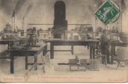 Algérie  Ecole Normale De BOUZAREAH  Salle Du Dessin Linéaire - Algeri