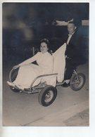 REF EX2 : Photo Originale Ancienne 11,5 X 16,5 Cm Mariage Cycliste Voiture à Pédales - Ciclismo