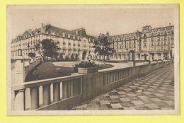 * Vittel (Dép 88 - Vosges - France) * (Hélio Humblot Et Cie Nancy) Grande Source Pour Les Reins, Cour Grand Hotel - Vittel Contrexeville