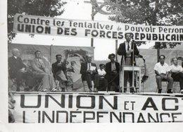 Photographie Noir Et Blanc D'un Meeting Politique ?- Union Des Forces Républicaines -  Portrait De Staline . - Otros