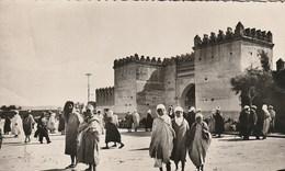 CPA AFRIQUE / MAROC / OUJDA / LA PORTE DES TÊTES / ANIMEE - Marruecos