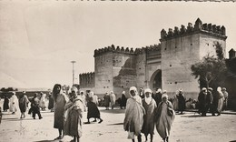 CPA AFRIQUE / MAROC / OUJDA / LA PORTE DES TÊTES / ANIMEE - Maroc